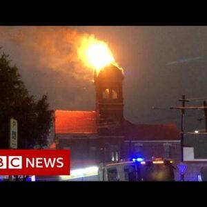 Sydney storm sets bell tower ablaze - BBC News