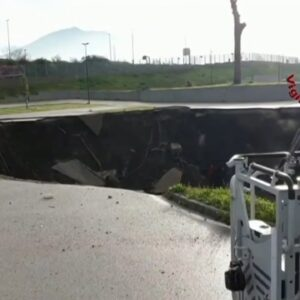 Giant sinkhole opens in Naples
